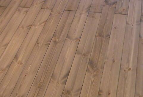 マンションリノベーション パイン材にオイル塗装 無垢の床